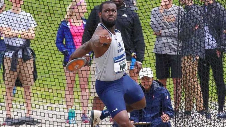 Cameron Yon throwing discus